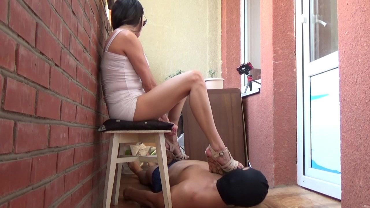 Mistress_Janet_-_Shit_on_the_balcony.00000.jpg