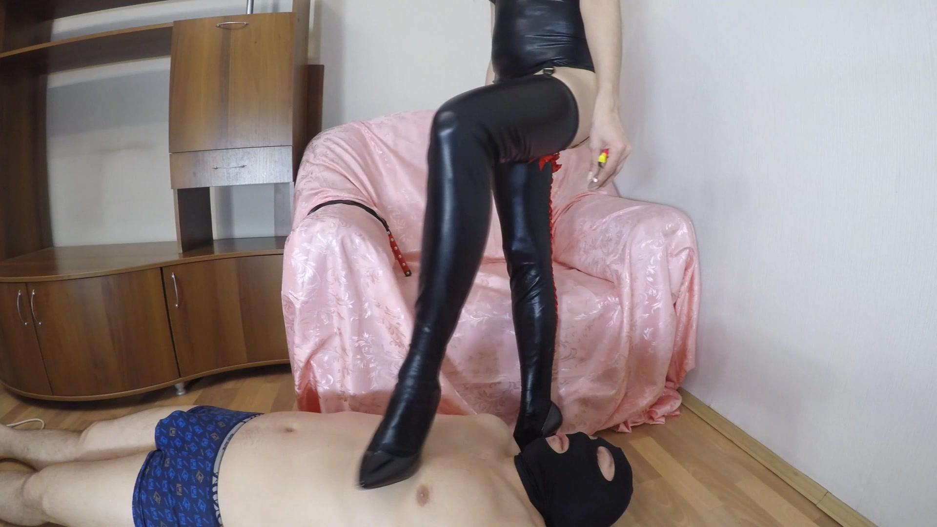 Mistress_Janet_-_Shits_on_slave_mouth.00000.jpg