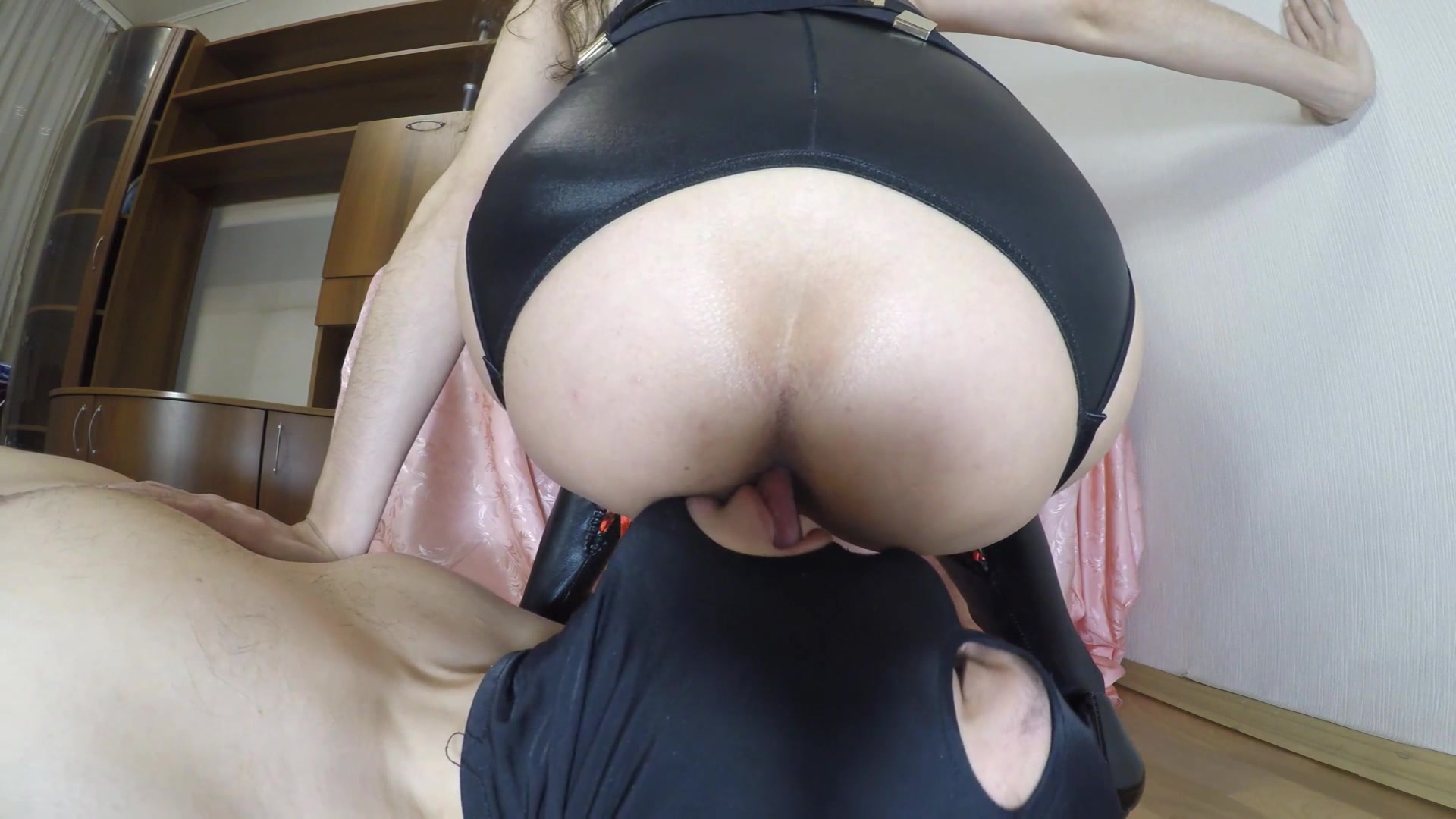 Mistress_Janet_-_Shits_on_slave_mouth.00001.jpg