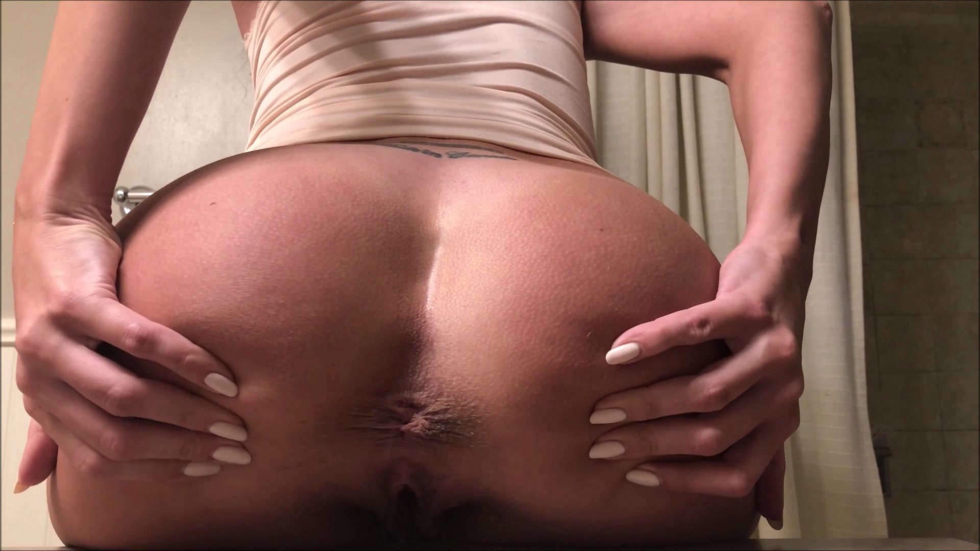 Tina_Amazon_-_Counter_Poop_Close_Up_With_Farts_-_1080p.00000.jpg