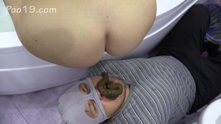 Scatbb.ComKarina_Poops_After_Bathing_In_Slave_s_Mouth.mp4.00003.jpg