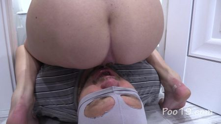 Foot_aroma__turds_from_girls.mp4.00003.jpg