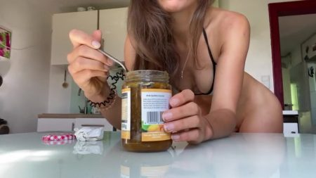 VeganLinda_-_Breakfast_Time_-_Shitting_in_your_Jam.mp4.00004.jpg