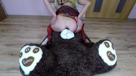 Scatbb.Com-13.Scatdesire_-_Bad_Shitty_On_Teddy.mp4.00002.jpg