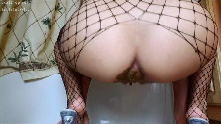 Scatbb.Com-18.Littlefuckslut_-_Panty_Pooping_Horse_Cock_Fucking_Milky_Tits.mp4.00003.jpg