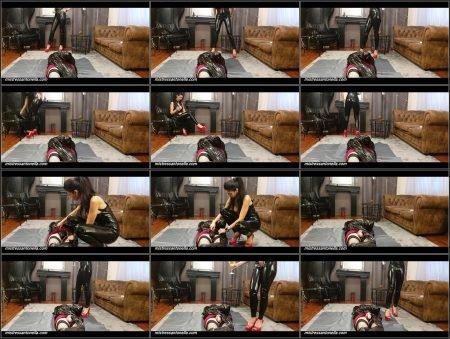 Antonella_-_Amazing_Uro_On_Her_Sissy_Mummified_-__Mummyjaquelinaculogo_.mp4.ScrinList.jpg