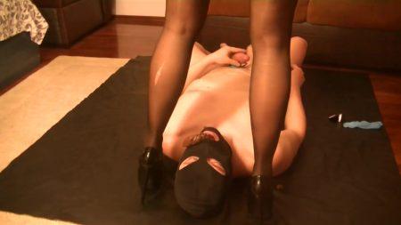 Antonella_-_Feeding_The_Toilet_Slave_-__Feeding-The-Slave_.mp4.00000.jpg