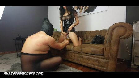 Antonella_-_Forced_To_Drink_The_Champagne_-__Footmassageandpeecatalinalogo_.mp4.00004.jpg