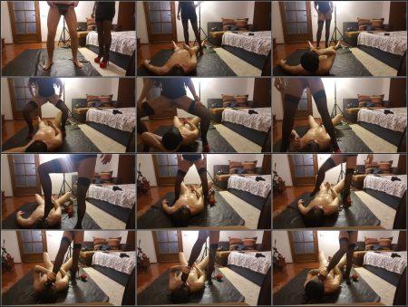 Antonella_-_Peeing_On_Slave__Sucking_Foot_-__Peeingonslavefuckingmouthwithfoot_.mp4.ScrinList.jpg