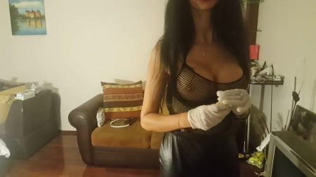 Antonella_-_Preparation_Of_a_Sublime_Champagne_Cocktail_-__Coktail38_.mp4.00000.jpg