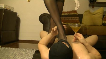 Antonella_-_Slave_Licking_Hot_Kaviar_From_My_Foot_1_-__Antoanella-15-Feb_00_1_.mp4.00001.jpg