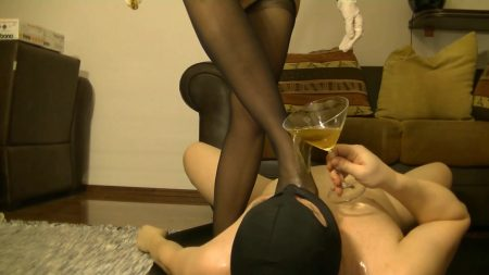 Antonella_-_Slave_Licking_Hot_Kaviar_From_My_Foot_1_-__Antoanella-15-Feb_00_1_.mp4.00002.jpg