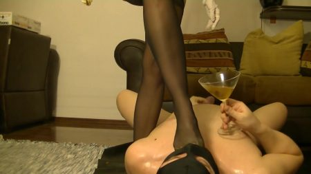 Antonella_-_Slave_Licking_Hot_Kaviar_From_My_Foot_1_-__Antoanella-15-Feb_00_1_.mp4.00004.jpg