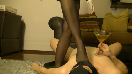 Antonella_-_Slave_Licking_Hot_Kaviar_From_My_Foot_2_-__Antoanella-15-Feb_.mp4.00003.jpg