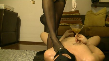 Antonella_-_Slave_Licking_Hot_Kaviar_From_My_Foot_2_-__Antoanella-15-Feb_.mp4.00004.jpg