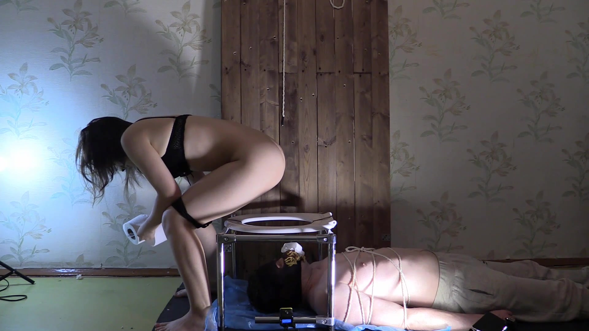 THE BEST! Princess Mia and Erin Toilet Slavery 00001