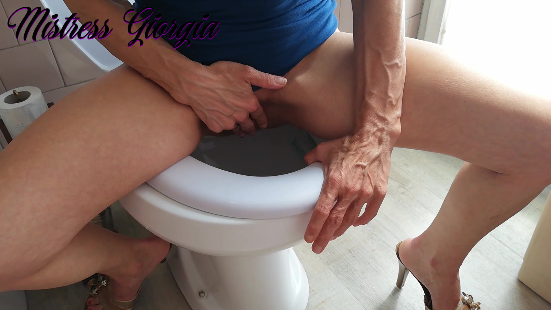 Mistress Giorgia Divina - Toilet paper with the slave