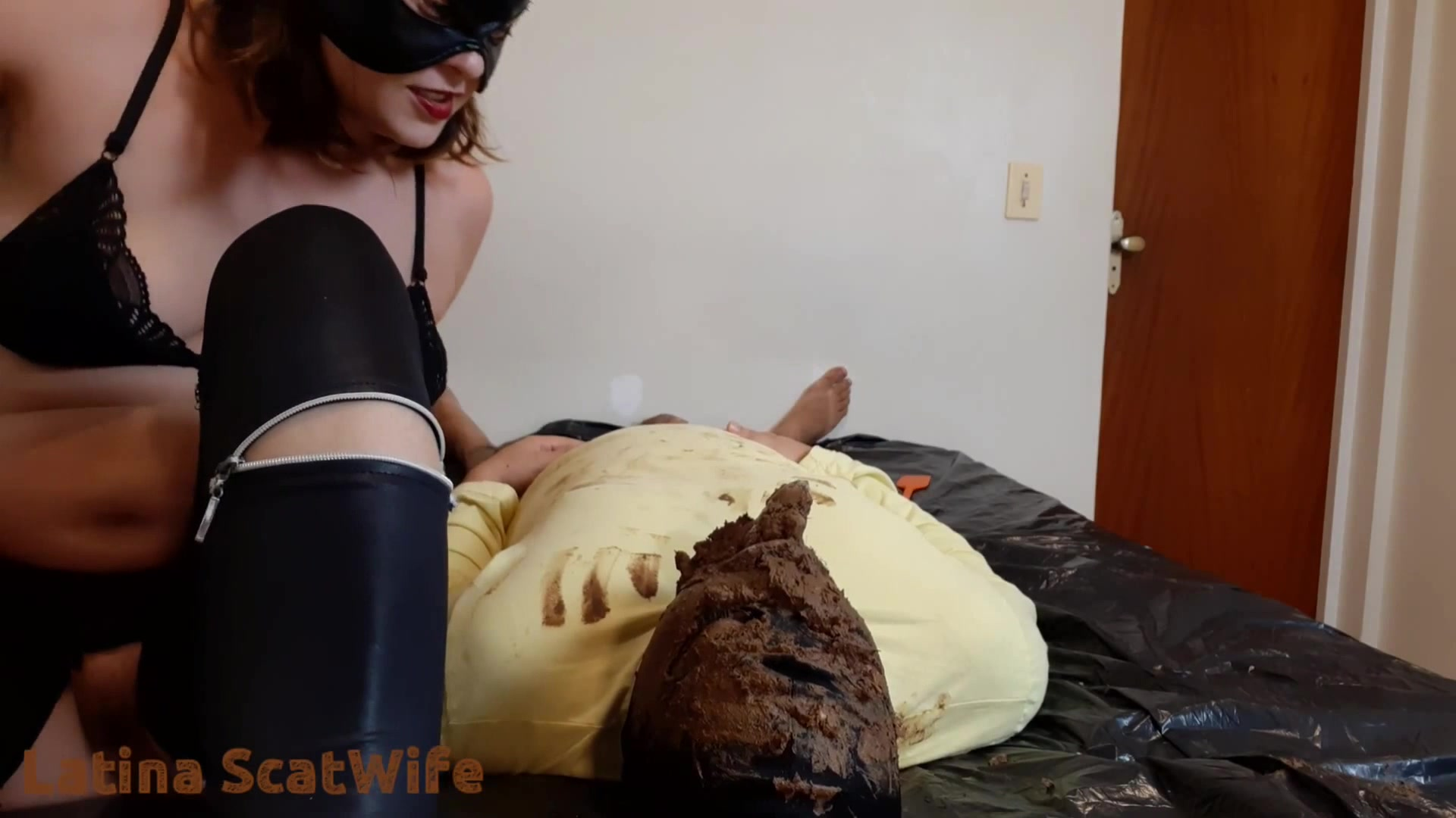 LatinaScatWife - Giving It Straight To The Slaves Mouth 00002